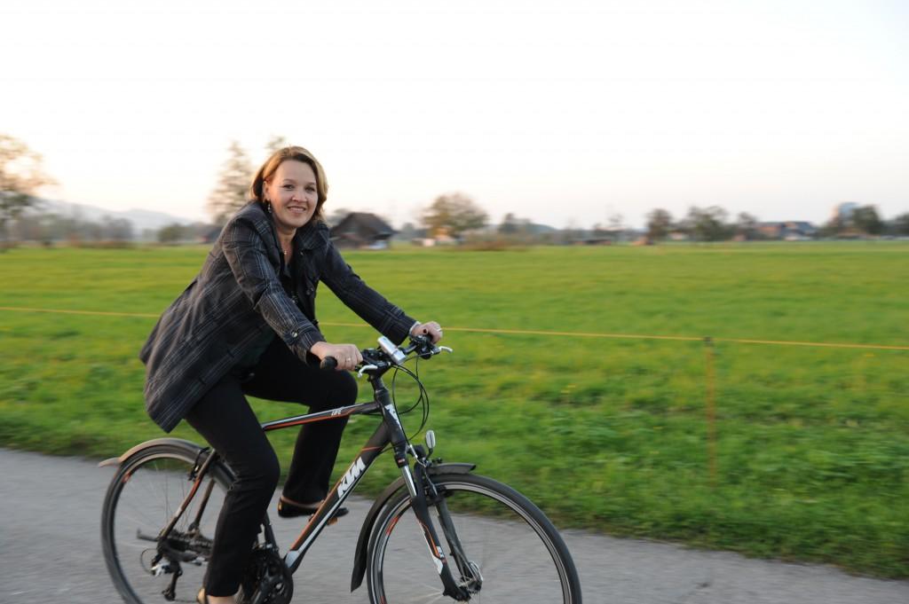 Bürgermeisterin Andrea Kaufmann ist bewusst mobil unterwegs; Foto: Markus Gmeiner