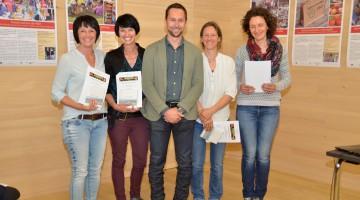 Bürgermeister Ulrich Schmelzenbach mit den Gut Genug-Teilnehmerinnen, Foto: EIV