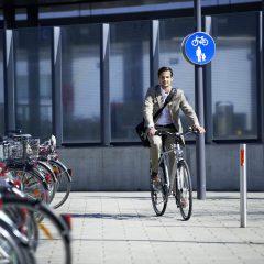 MOB_fahrrad freundlich_business man_2011_cr Land EIV (9)