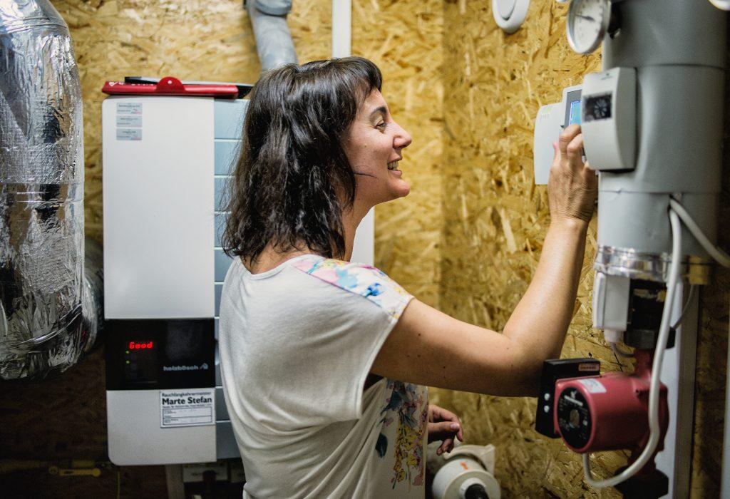 Im Rahmen der Energiesparoffensive lernen die Nutzerinnen und Nutzer öffentlicher Gebäude, deren Energieverbrauch durch bewusstes Verhalten zu senken und den Erfolg zu messen. Foto: Markus Gmeiner