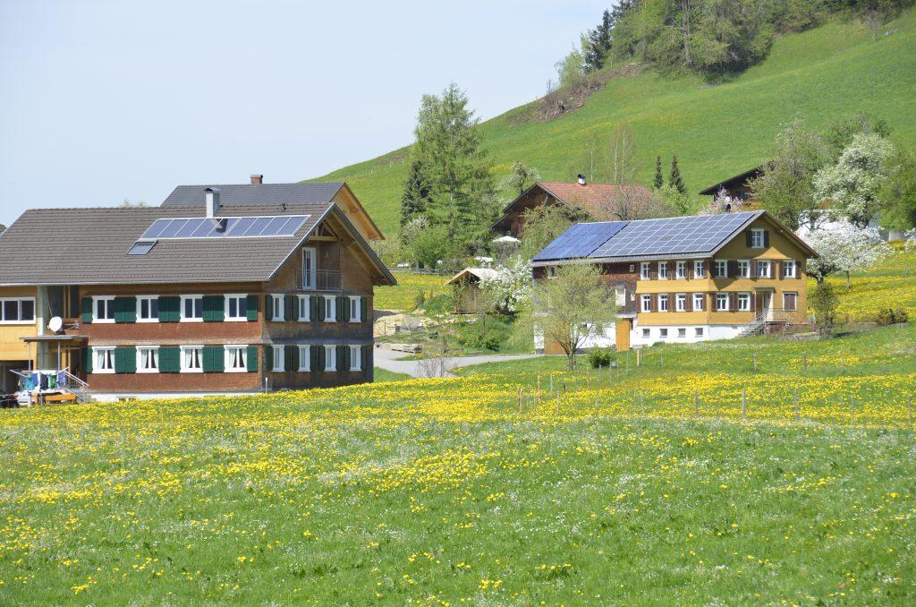 Photovoltaik oder Solarthermie - eine klassische Frage an die Energieberatung.