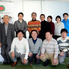 Eine Gruppe japanischer Architekten, Planer und Baumeister besucht das Energieinstitut Vorarlberg