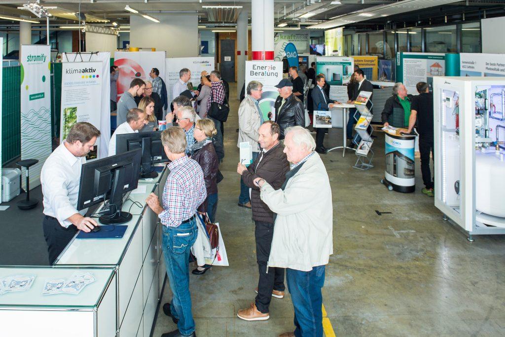 Über 1200 Besucherinnen und Besucher informierten sich beim 15. Vorarlberger Solar- und Wärmepumpentag von Energieinstitut und illwerke vkw in Bregenz.