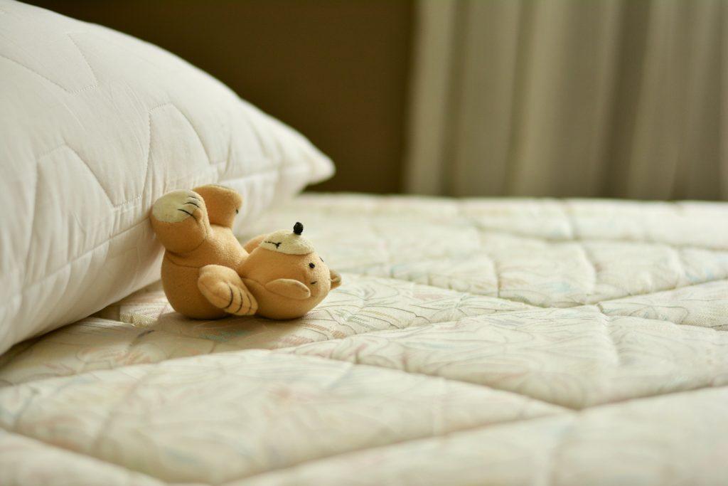 Besonders in Schlaf- und Kinderzimmern ist eine schadstoffarme Raumluft wichtig.