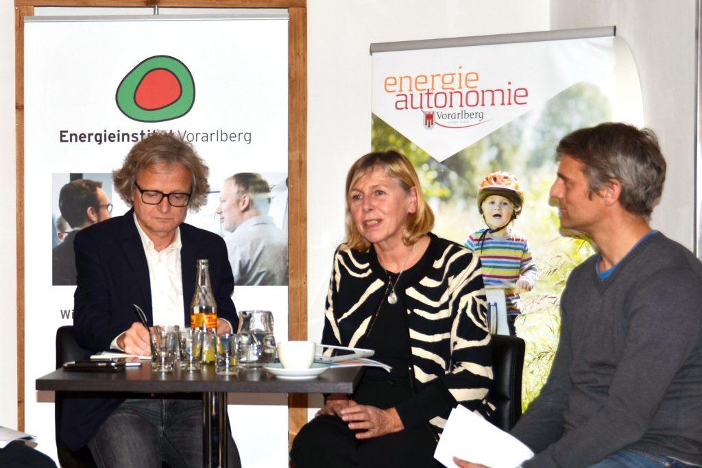 Renate Christ und Adi Groß zu Besuch im Energieinstitut Vorarlberg