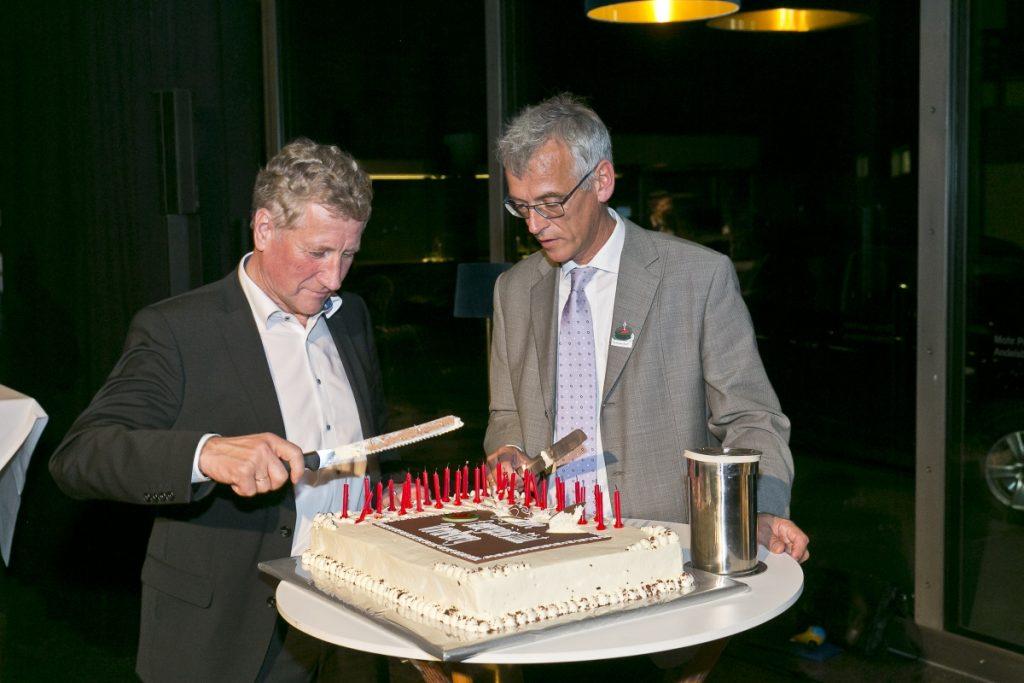 Beim 10., 20. und 30. Geburtstag des Energieinstitut Vorarlberg hat Erich Schwärzler den Kuchen angeschnitten.