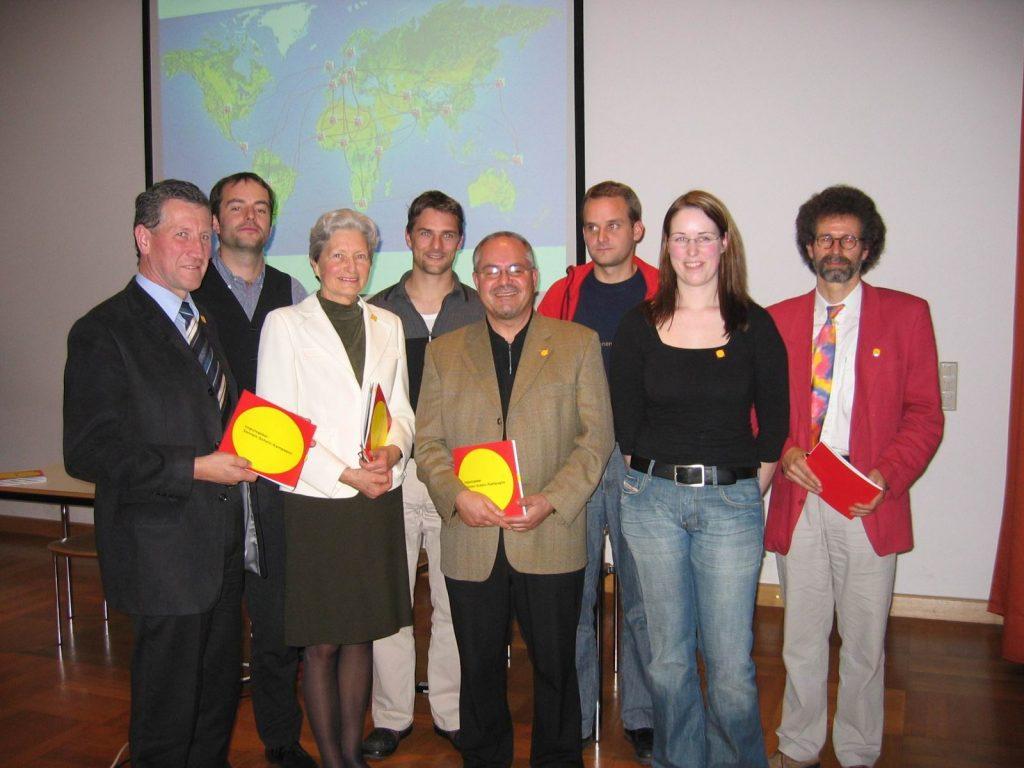 Seine Mission: Regional verfügbare erneuerbare Energieträger ausbauen. So zum Beispiel im Rahmen der ersten PV-Kampagne des Landes, der Sonnen-Schein-Kampagne 2004.