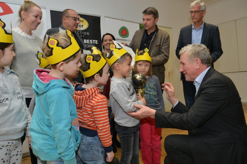 Seine letzte öffentliche Amtshandlung als Obmann des Energieinstitut Vorarlberg: Die Verleihung des Energy Globe 2018. an die Lustenauer Kindergärten.