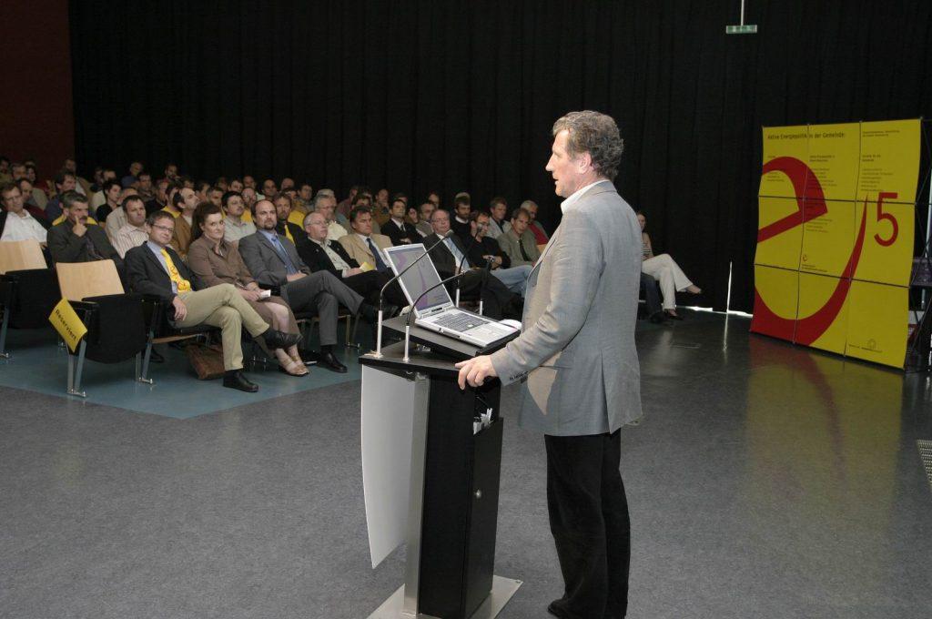 Am liebsten inmitten der e5-Gemeinden:  seit 1999 hat Erich Schwärzler beim e5-Event die erfolgreichen Gemeinden ausgezeichnet.
