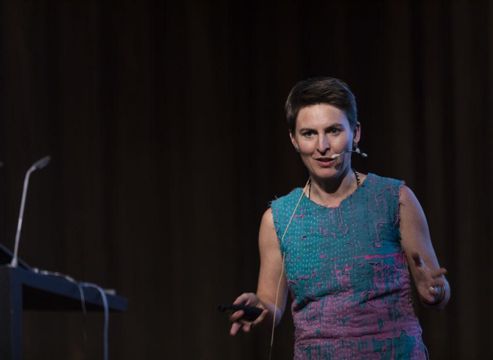 Anna Heringer bei der Energie Lounge 2018 im vorarlberg museum.