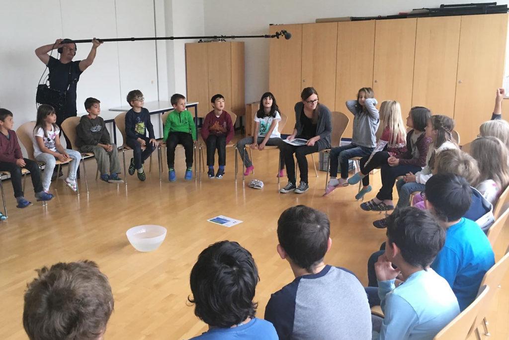Energiewerkstatt Schule mit Carmen in der VS Gaißau: Ein französisches Filmteam macht Aufnahmen für eine Dokumenation.