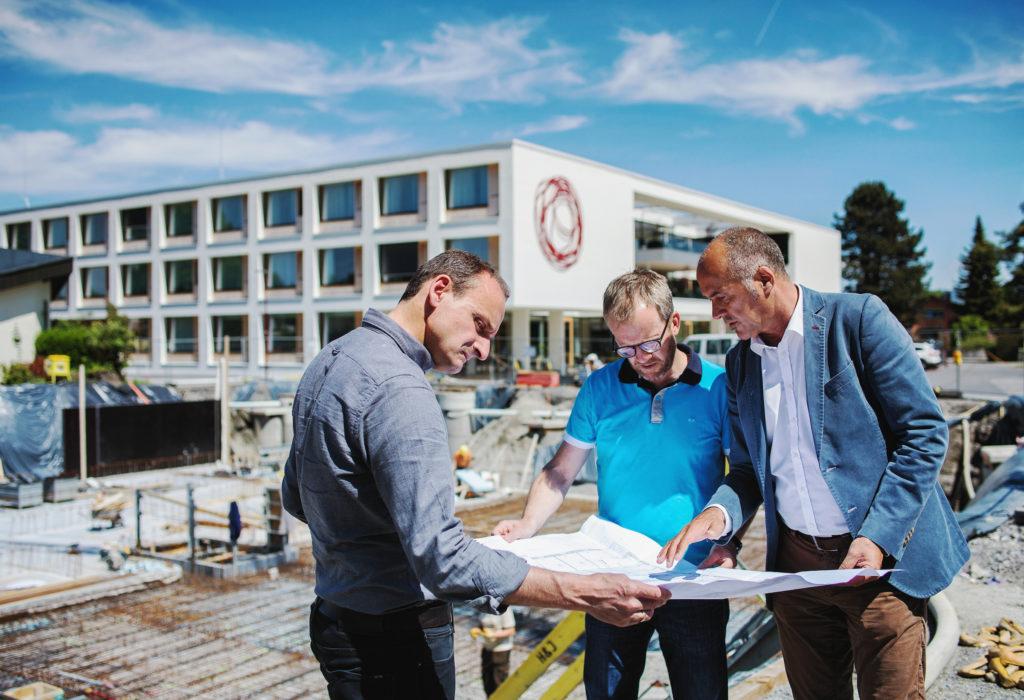Gut geplant ist halb gebaut - das gilt auch für öffentliche Gebäude wie hier in Höchst. Bild: Markus Gmeiner