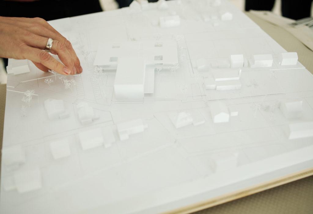 Schon in der Wettbewerbsphase werden die Weichen für ein nachhaltiges Gemeindegebäude gestellt. Bild: Markus Gmeiner.