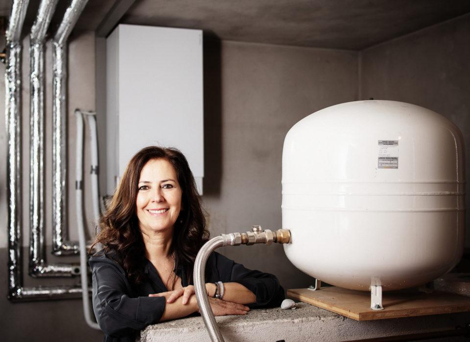 Raus aus Öl - die neue Heizung von Gerhard und Manuela aus Andelsbuch ist eine Wärmepumpe mit Solaranlage. Bildnachweis: Energieinstitut Vorarlberg
