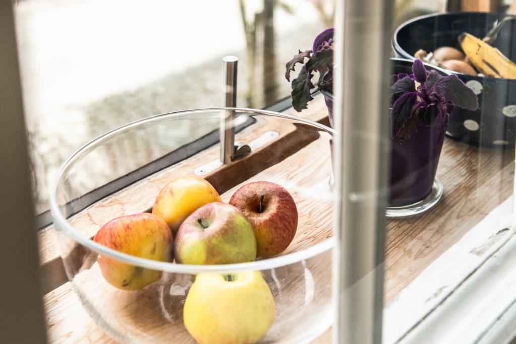 Die Zwischenräume zwischen den Original- und den neuen Vorfenstern bieten Platz für Nützliches und Schönes.