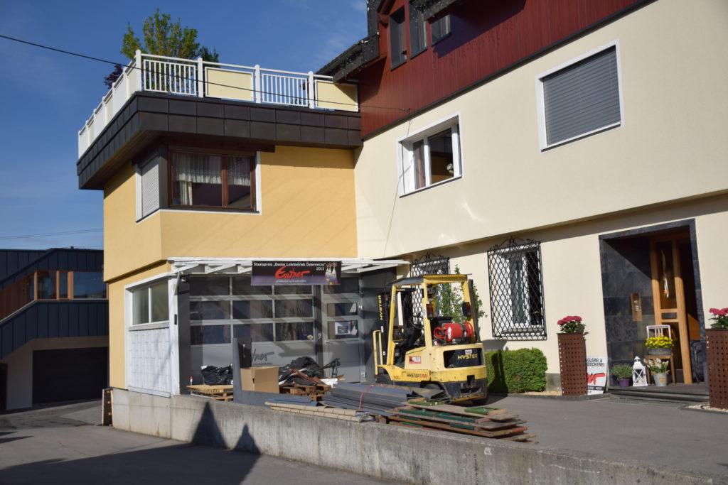 Das ehemalige Firmengebäude von Entner Dach vor der Sanierung. Foto: Entner
