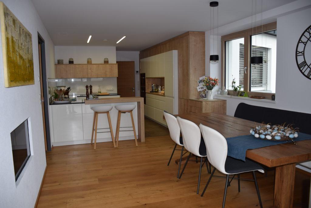 Wo früher gehämmert, gebohrt und geflext wurde, wird heute komfortabel gewohnt. Aus der ehemaligen Werkstatt sind neue Wohnräume entstanden. Foto: Entner