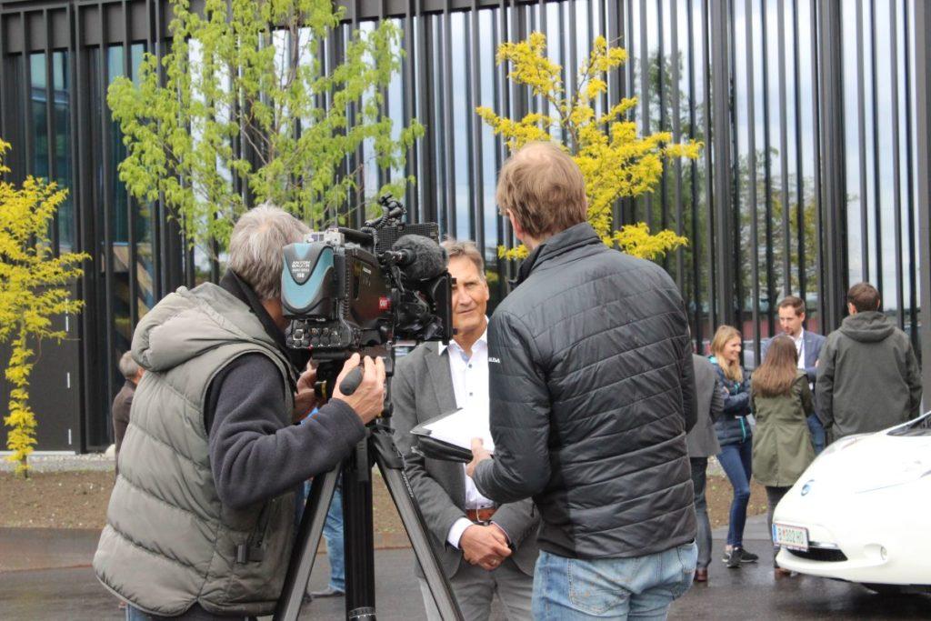 Armin Steger (Collini) im Gespräch mit dem ORF zum Wirtscharft MOBIL-Ziel, 1.000 Autopendler zum Umstieg auf Alternativen zu bewegen.