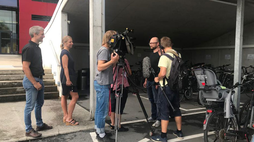Patrick Wüschner von Wirtschaft MOBIL-Vorzeigebetrieb Haberkorn beim ZDF-Interview.