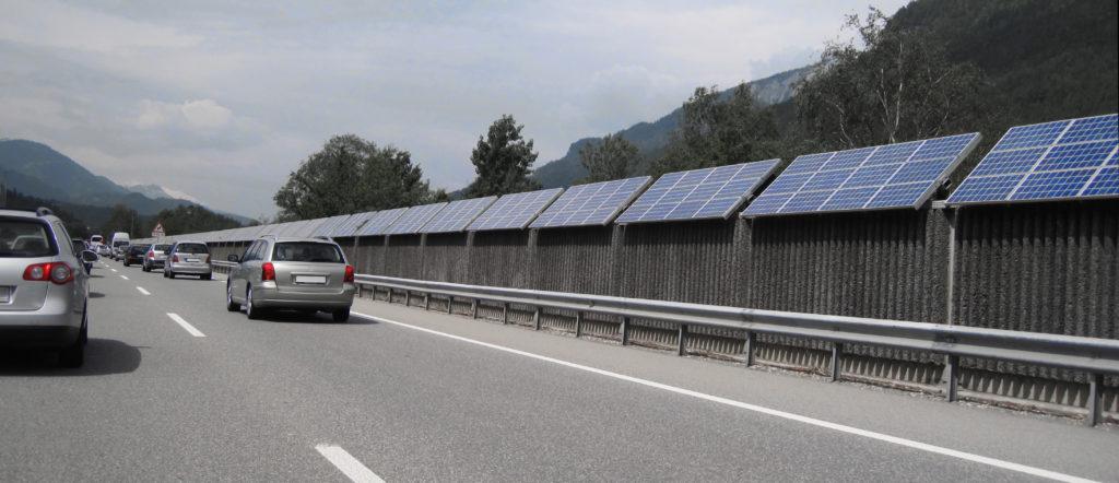 PV-Module an der Autobahn: Warum eigentlich nicht? Bildnachweis: Cmon - stock.adobe.com