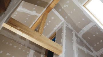 Der Klassiker im Trockenbau: Gipskartonplatten. Achtung bei den Feuchtraumplatten - sie können Fungizide beinhalten. Bild: Ingo Bartussek