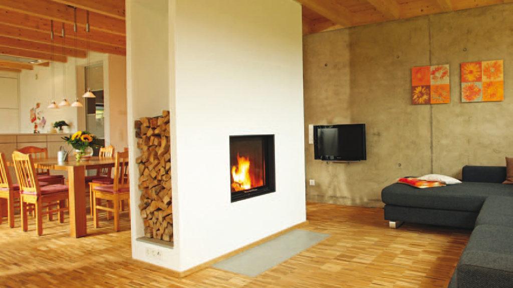 Behaglich und CO2-neutral: Heizen mit Stückholz. Bild: stefanfister - stock.adobe.com