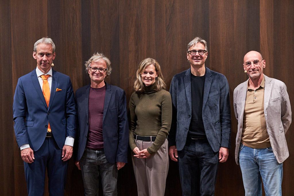 Die Gäste am ersten Abend der Energie Lounge 2019: Michael Kopatz, Adi Groß, Christiane Eberle, Gerald Fitz und Gastgeber Harald Gmeiner. Foto Darko Todorovic