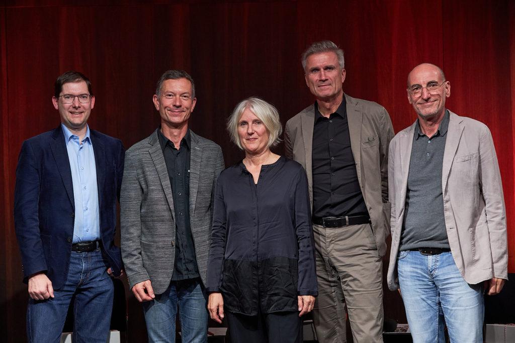 Die Gäste am zweiten Abend der Energie Lounge 2019: Simon Tschannett, Günther Willi, Marina Hämmerle, Gabor Mödlagl und Gastgeber Harald Gmeiner. Foto Darko Todorovic