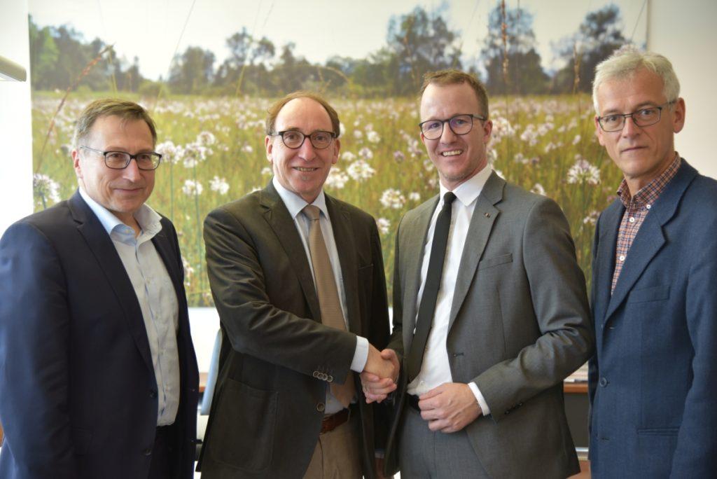 Der neue Energieinstituts-Obmann Johannes Rauch (2.v.li.) mit seinem Vorgänger Christian Gantner, seinem Stellvertreter Helmut Mennel (li.) und Geschäftsführer Josef Burtscher (re.).