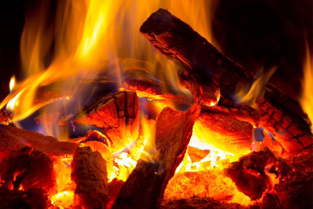 Feuer im Ofen. Foto Pavel Klimenko