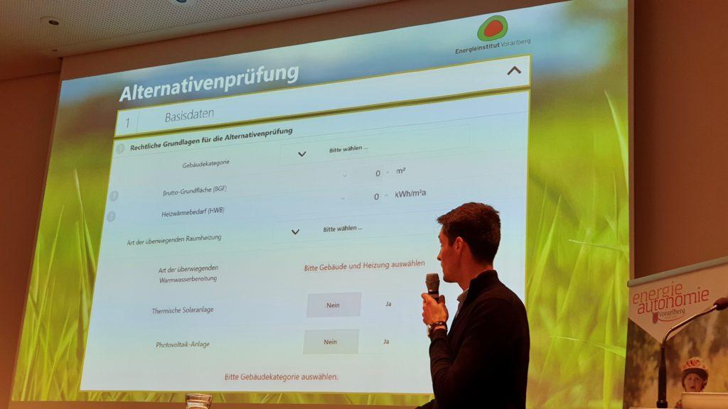 """Thomas Roßkopf berichtete über das neue Online-Werkzeug """"Alternativenprüfung""""."""