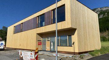 Neubau eines Firmendomizils aus Holz und Lehm